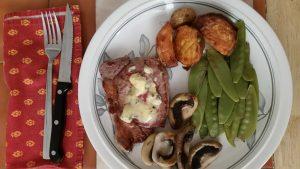Steak dinner with danish blue